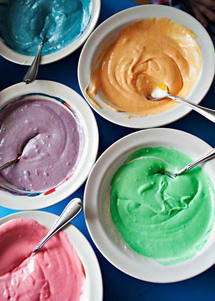 كاب كيك قوس قوزح (ملون جنان) Rainbow_cupcake_9web