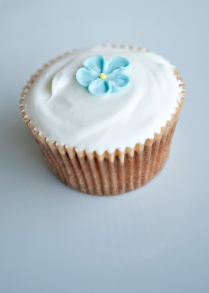 Recipe: Simple vanilla cupcakes