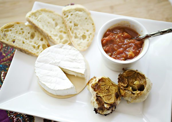 Recipe: Brie, roasted garlic and tomato chutney