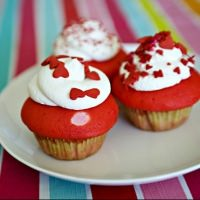 Valentine Cupcakes and a Linky Party