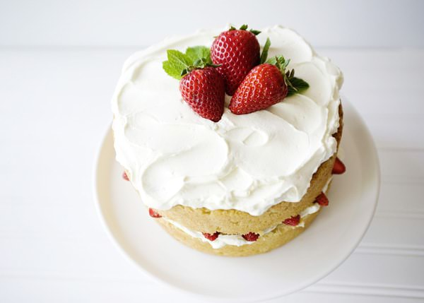 Recipe: White chocolate strawberry cake
