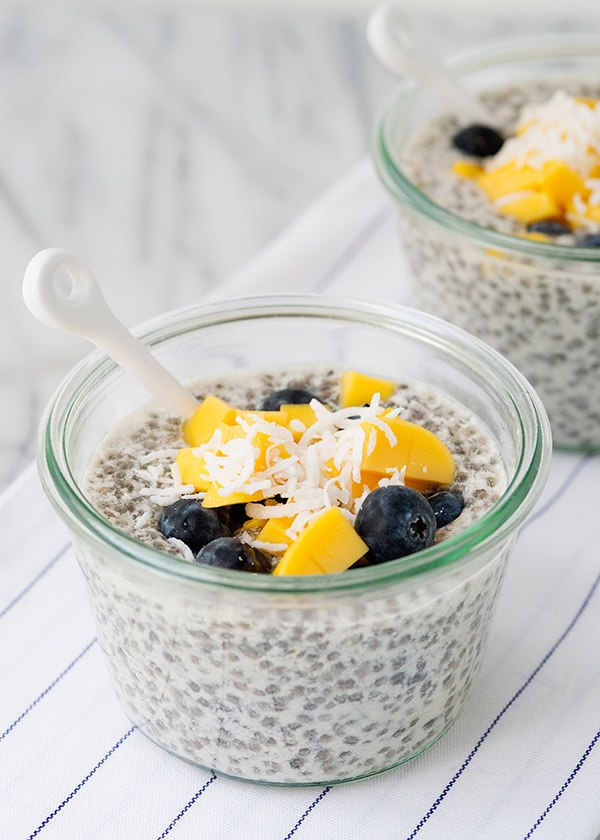 Vegan recipe: Chia seed pudding with mango and blueberry