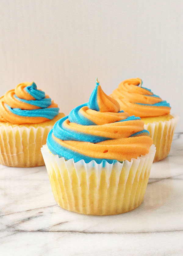 two color frosting cupcakes