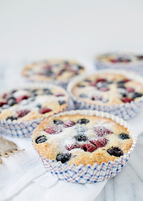 berry almond cake recipe