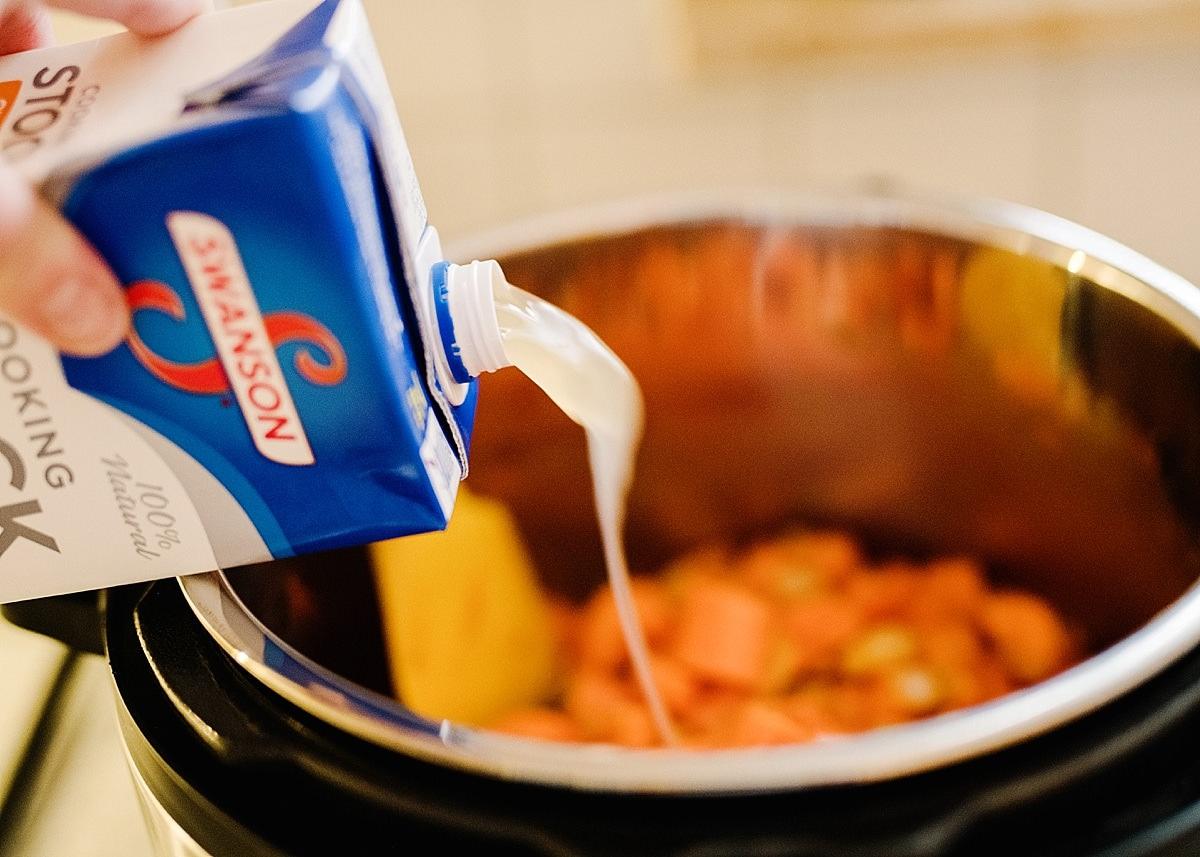 Instant Pot Carrot Curry Soup