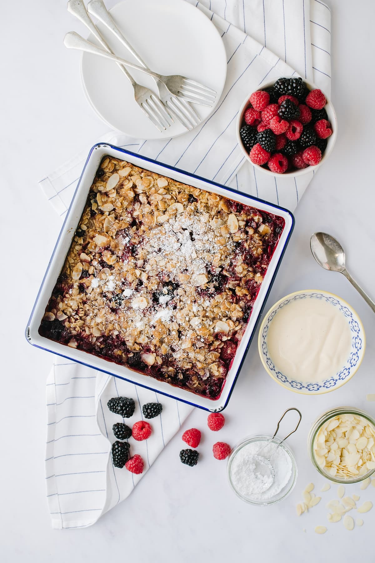 vegan berry oatmeal bake