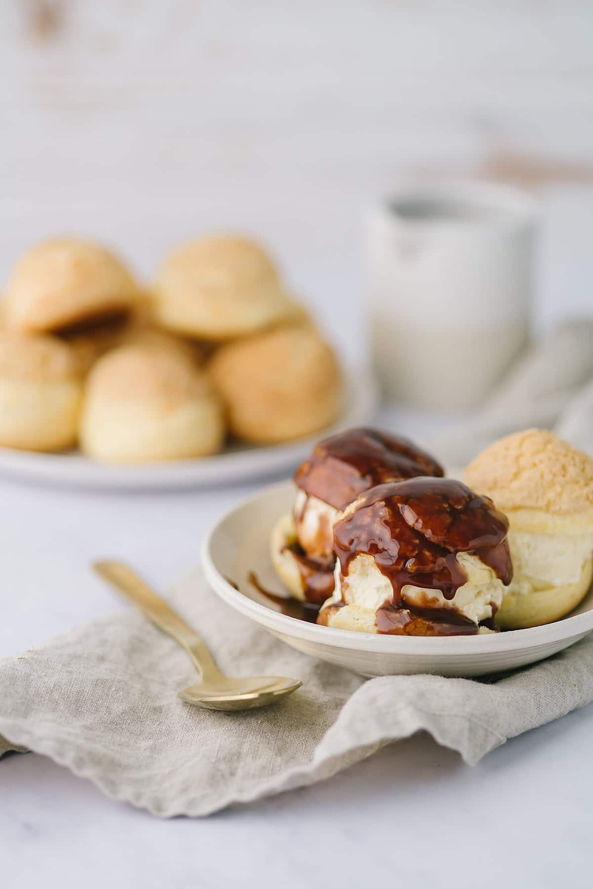 ice cream filled crackle cream puffs