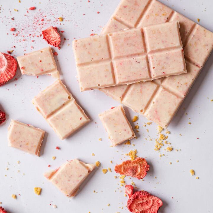 sous vide white chocolate bars with dehydrated strawberries