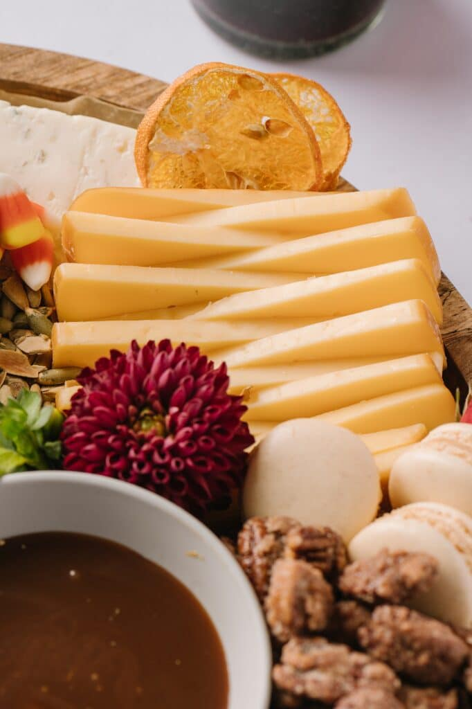 slices of Gouda cheese intertwined on a cheeseboard